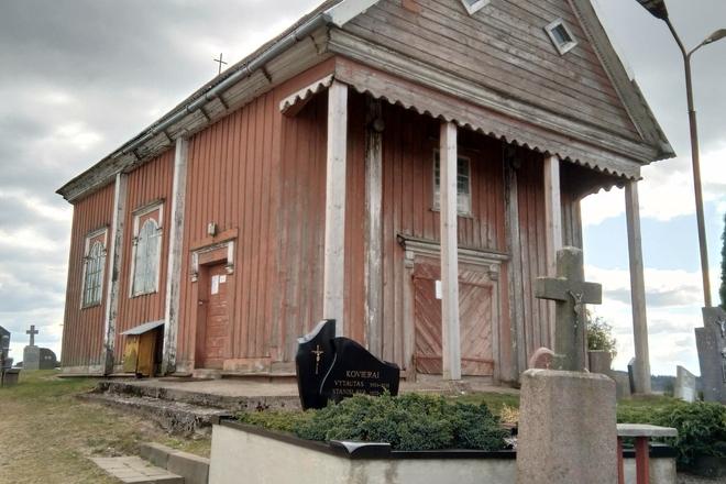 Luokė cemetery chapel