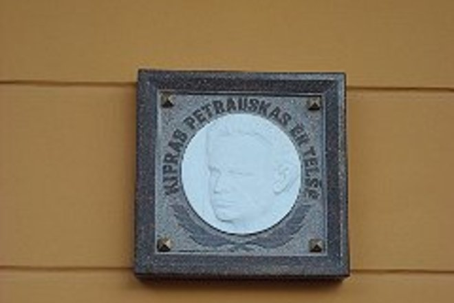 Commemorative plaque dedicated to K. Petrasus